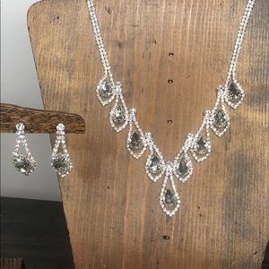 Jewelry - Stunning Rhinestone Necklace and Earring Set!